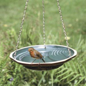 Un abreuvoir, une des idées cadeaux du nouvel article d'une histoire de plumes